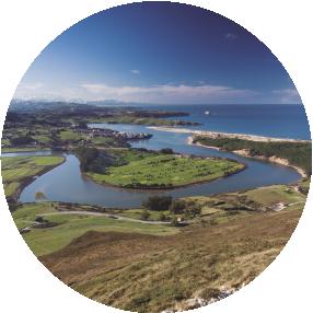 Itinerario de ida y vuelta de 3 horas de duración en el que aprovechamos los excelentes miradores del macizo de El Tolío para disfrutar de excelentes vistas sobre el Parque Geológico de Costa Quebrada y las cumbres montañosas del interior de Cantabria.